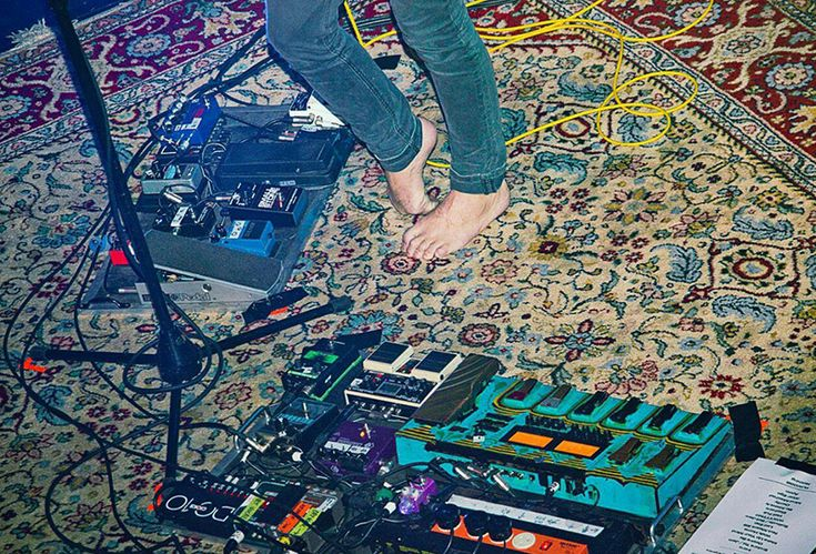 effect pedal chains http://enmoreaudio.com/guitar-effects-101-categorising-stompboxes/