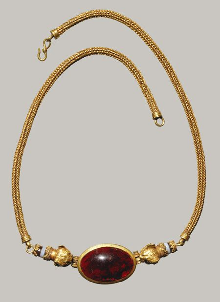 Check out the weave on this necklace!  Necklace, Late Hellenistic, 1st century b.c. Greek  Gold, garnet, agate