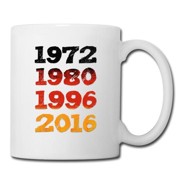 1972 1980 1996 2016 Design als Deutschland Fahne. Fußball Klamotten zur EM 2016 cool für alle German Fußballfans. Wir werden Europameister in Frankreich! Ideal fürs Public Viewing & den Biergarten.