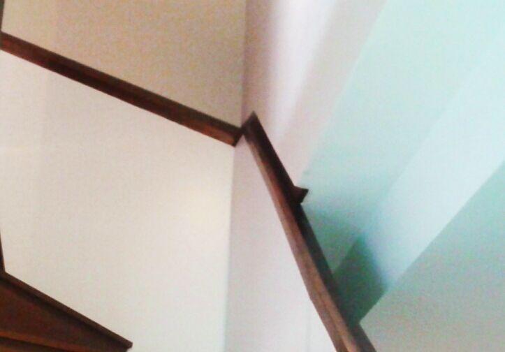 detalle pasamanos de madera escalera de madera www.polosequerosarquitectos.com