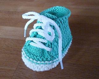 Sneaker Style Stricklinge Baby Booties ~~ FREE PATTERN [http://stricklinge.de/baby-booties/]