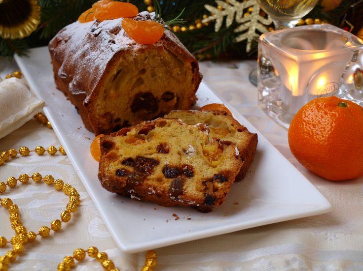 Готовим Рождественский кекс  Ни один праздник Рождества не обходится без вкусной и ароматной выпечки. Каждая хорошая хозяйка стремится порадовать своих домочадцев выпечкой собственного приготовления, ведь то что приготовлено своими руками не сравнится ни с чем магазинным. У меня очень давно любимая выпечка это кексы и я всё время в поисках новых и интересных рецептов. В этом году мой выбор пал на рецепт Ирины Чадеевой из её новой книги «Пироговедение». Кекс очень порадовал своим…