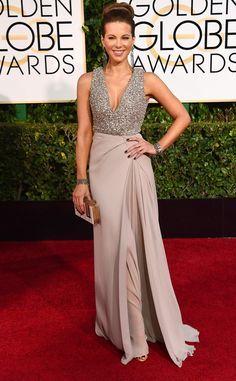 Melhores looks do Golden Globe Awards 2015: a atriz Kate Beckinsale ARRASOU com este look de festa! A troca de textura deixou o vestido super antenado, apesar da saia discreta equilibrar o brilho no top. Criação de Elie Saab. Perfeição!