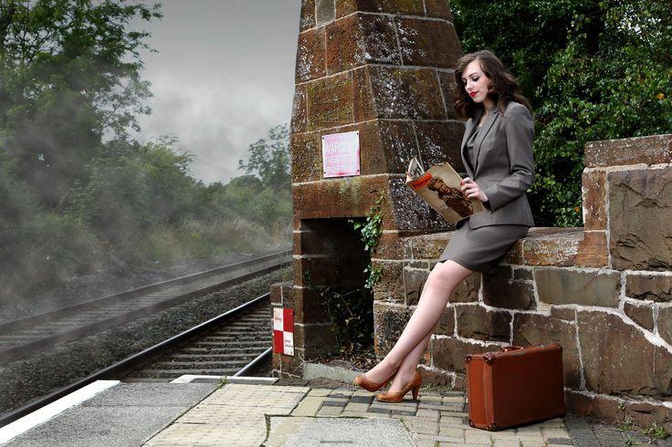 Recreating 1940's WW2 girl - fashion WW2 retro vintage model war railway