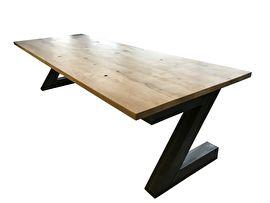 Industriële tafel met een rustiek eiken blad en een stalen Z onderstel (20220161429RECHT) | Industriële tafels | JORG`S Houten Meubelen