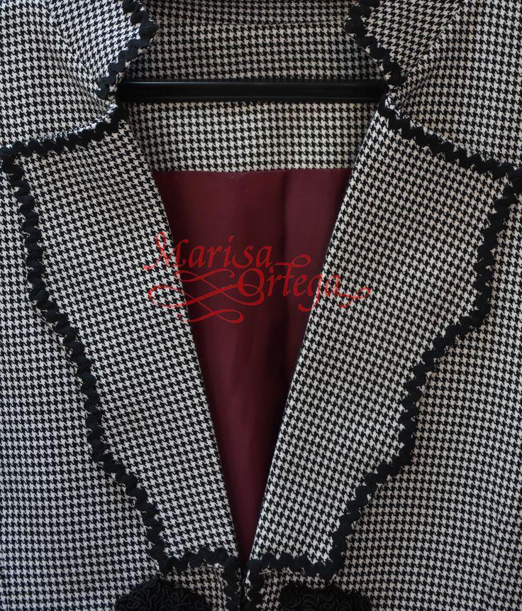 Os enseñamos la solapa de una chaqueta de cochero personalizada. Los detalles marcan la diferencia! | Sastreria Marisa Ortega | Traje de corto | Traje de cochero | Feria | Romeria | Caballistas | Moda ecuestre