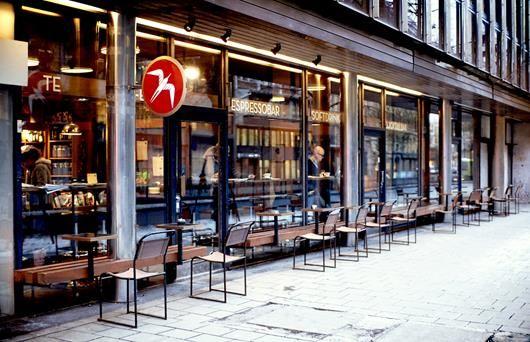 Oslo: grab a coffee or cocktail at Fuglen (espresso bar and cocktail bar). Beautiful original mid-century Scandinavian interior
