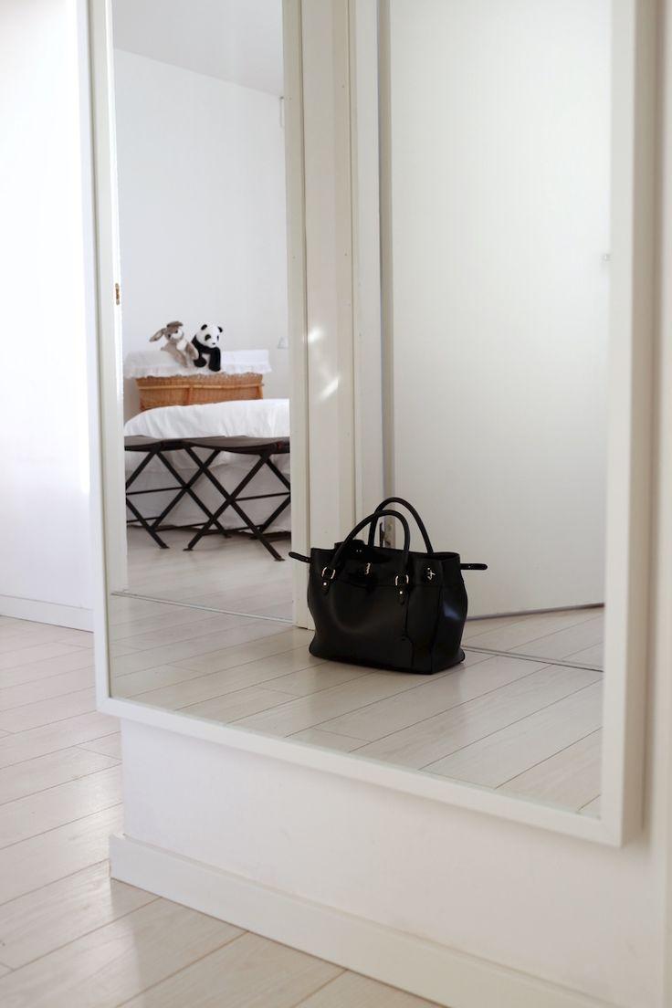 Homevialaura | entry | hallway | IKEA Stave mirror | Ralph Lauren handbag