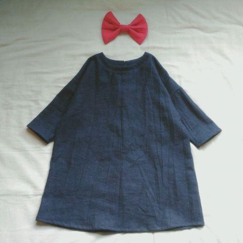 姪っ子に魔女のワンピースを作ってみました。ゆったりとしたデザインなので3歳~6歳くらいのお子様に着ていただけると思います。ハロウィンの仮装だけでなく普段着にも★ ブログにも載せています。 http://yanmade.blogspot.jp/2017/02/blog-post_15.html?m=0