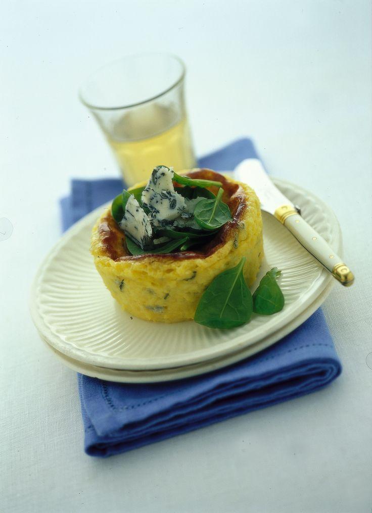 I tortini di polenta e gorgonzola sono facili e veloci da preparare. Impara a cucinarli anche tu grazie alla ricetta che trovi su Sale&Pepe.