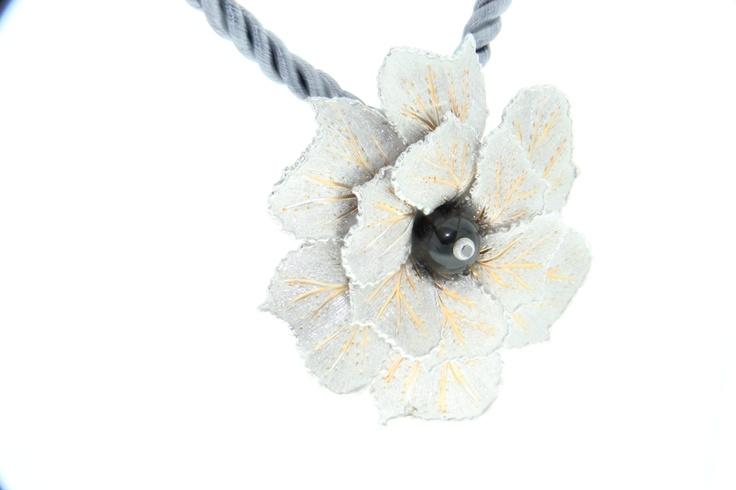 Modello tecla   Argento 925/°°° perla in Onice con incastonato brillante nero ct 0.05  visibile su www.staingold.com   sito in allestimento