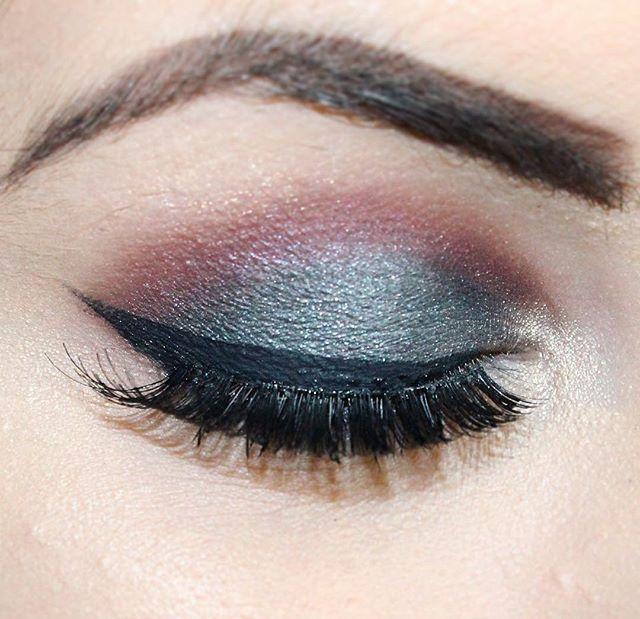 Nouvelle vidéo en ligne les copines et les copains 💗 Je vous est fait un smokey HYPER simple à réaliser avec la #chocolatebonbons 🍫 dans les tons Gris et Bordeaux ! Donc si sa vous intéresses le lien est dans la Bio 💗 #makeup #toofaced #kiko #eyelashes #beauty #tuto #tutorial #youtube #love #cosmetics #maquillage #simple #facile #easy #liner #eyeshadow #thebalm #fard #chocolate #bonbons #smokey #smokyeyes #smoky #eyes #cils