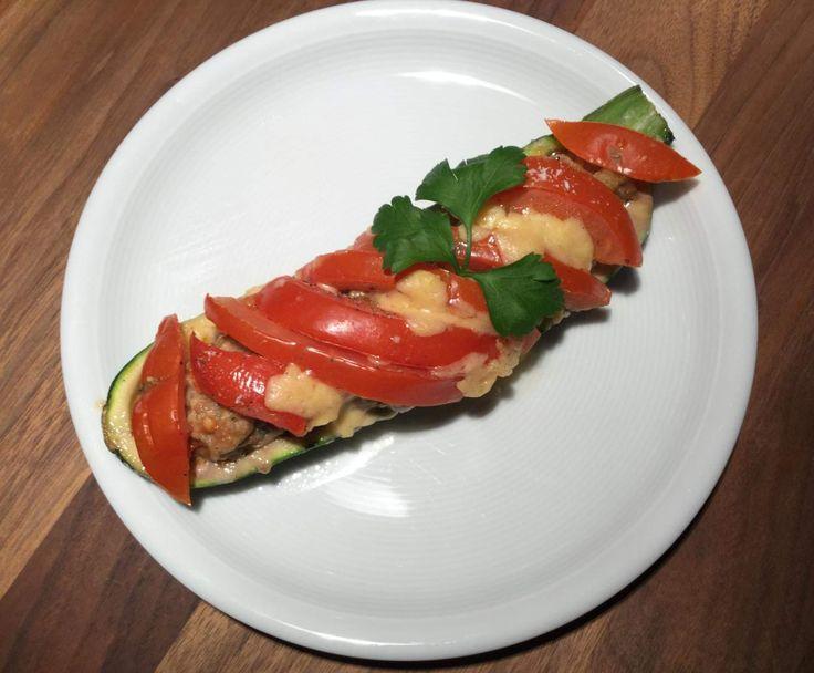 Rezept Überbackene Baguette oder Zucchini mit Hack-Füllung von Queen-of-Castle - Rezept der Kategorie Hauptgerichte mit Fleisch