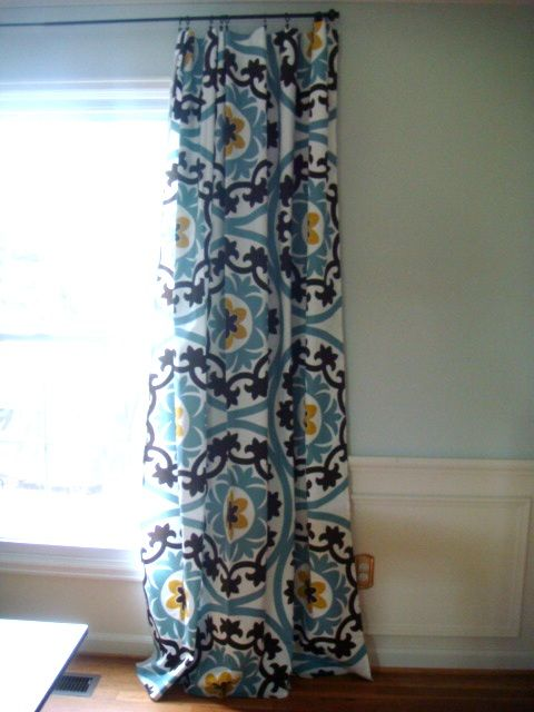 tablecloth curtains...might be new solution to curtains for sliding glass door...will investigate further:)
