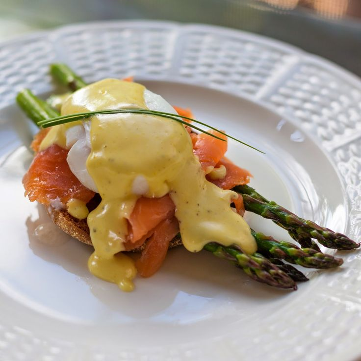 Straight to the Hips, Baby: Smoked Salmon  Asparagus Eggs Benedict