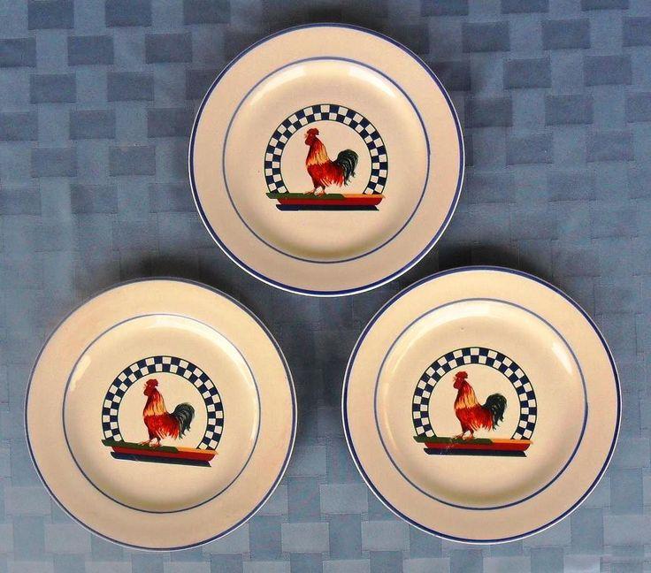 """Set de tres platos Century """"Remi"""": gallito con escaques y rayas de los colores de la bandera alemana / Vintage set of 3 salad plates Remy rooster center blue/red with checks & bands"""