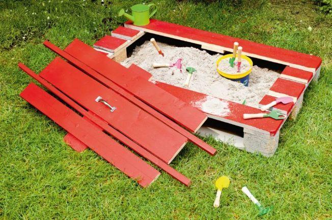 I might try this. Easy sandbox. Paletten-Sandkasten bauen mit Coop Bau+Hobby