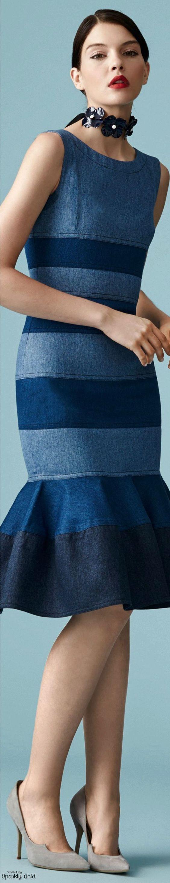 O ano ainda não acabou, mas as grandes tendências de moda para o próximo ano já estão ditadas e uma das principais são os vestidos jeans. O Jean é um mater