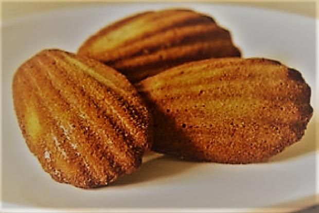 Matcha madlenky    Madlenka - francúzske krehké maslové pečivo pre potešenie chute. Môžete ich obohatiť matcha čajom.