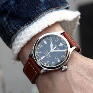 今週から始まる、編集部員が気になるモノを取り上げる連載記事。第1回は米国の人気ブランド『タイメックス』と『レッドウィング』による至高のコラボ時計をお届けします!
