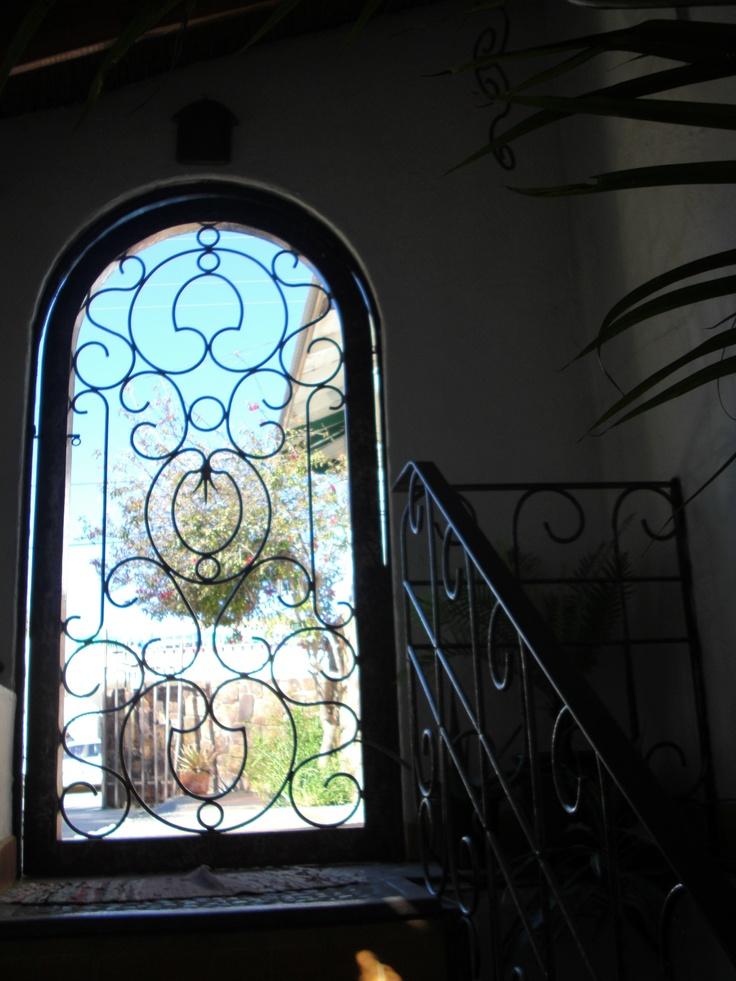 Puerta reja hierro forjado tktbc herrer a pinterest for Puertas de hierro forjado