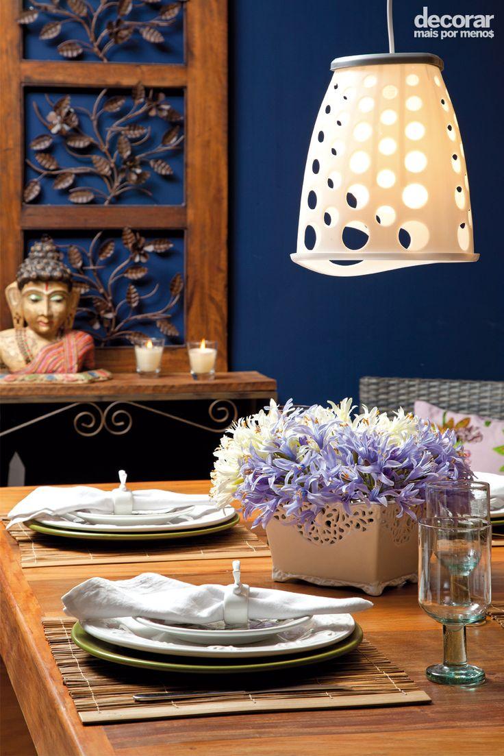 Revista Decorar Mais por Menos - Você pode reaproveitar objetos da sua casa e criar uma luminária versátil. O cesto plástico se transformou na cúpula do pendente da sala de jantar!