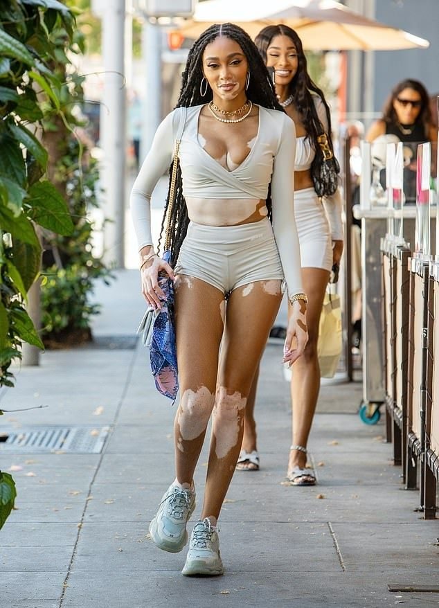 Chantelle Brown Young, Black Girls With Tattoos, African American Beauty, Winnie Harlow, Sneakers Street Style, Model Street Style, Models Off Duty, Fashion 2020, African Fashion