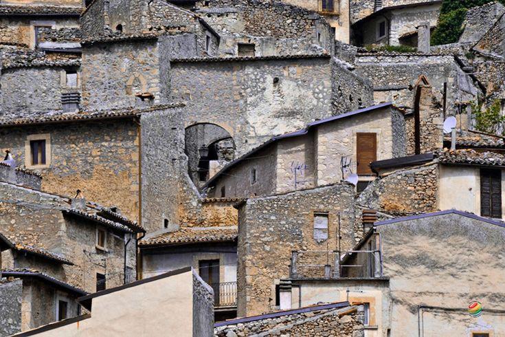 Navelli inserito tra i Borghi più belli d'Italia è la patria dello Zafferano, situato tra mare e monti è stato testimone del passato e lo è del presente