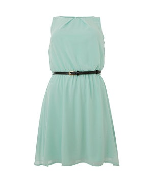 This classically chic chiffon dress is ideal for updating your office look for spring! Alternatively, dress it up with red lips and towering heels for an easy evening look. £19.99 #newlookfashion #dresses #mint #chiffon