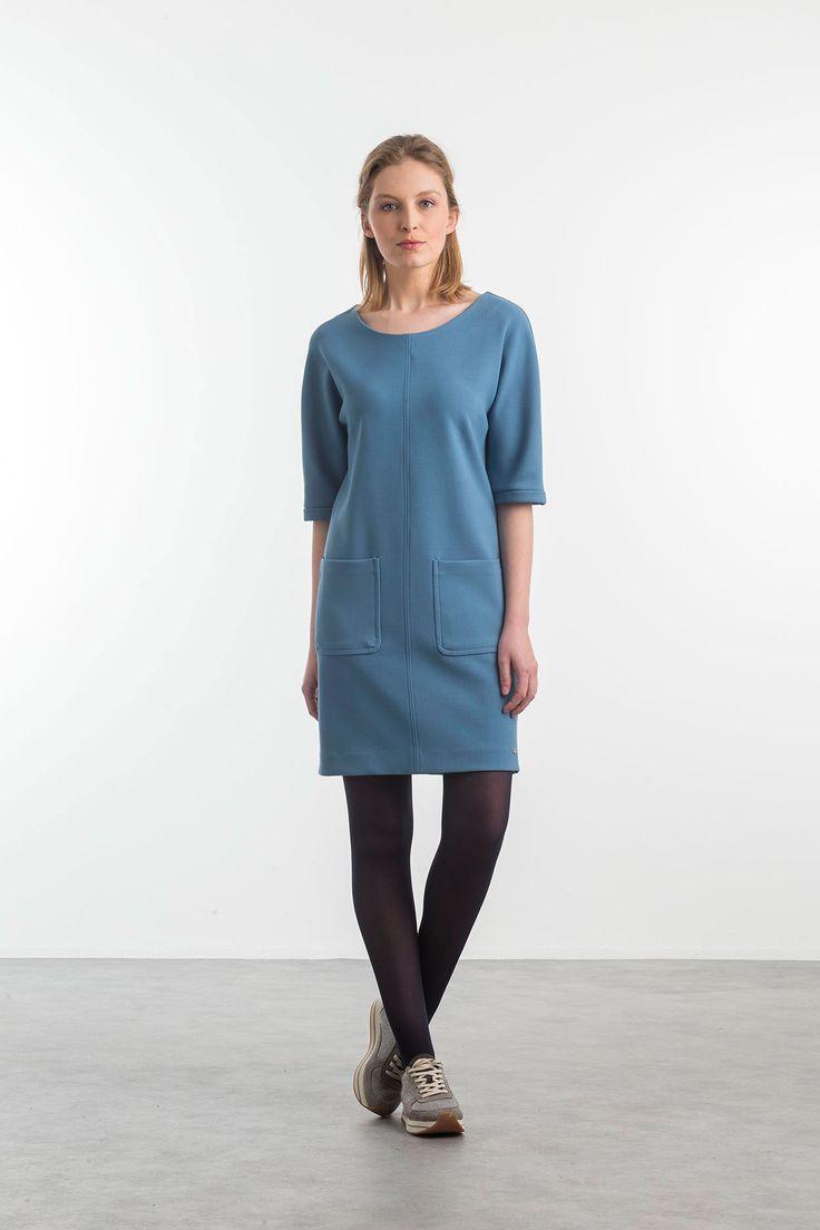 Lichtblauwe rechte jurk met zakken - Terre Bleue dames collectie