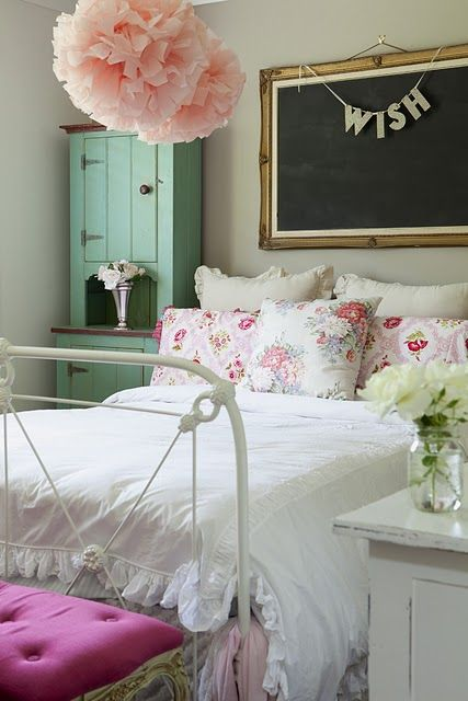 i love the colors, chalkboard and bannerGuest Room, Chalkboards, Design Bedroom, Bedrooms Design, Girls Bedrooms, Shabby Chic, Girls Room, Bedrooms Decor, Bedrooms Ideas