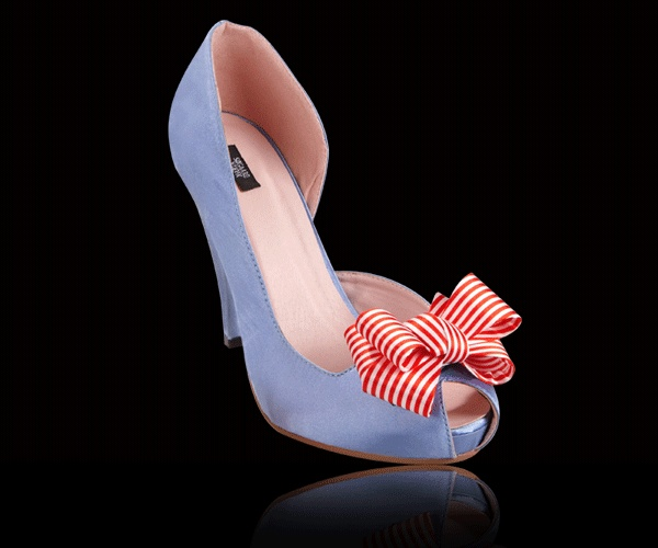 Peep Toe Candy: bow with red/white stripes from http://peeptoecandy.com/collections/bows/products/striped-bow-red-white