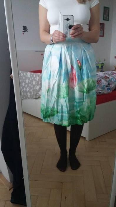"""Právě byl přidán nový inzerát na AliManiacky.cz  Odkaz: http://www.alimaniacky.cz/inzerat/nova-nadherna-midi-sukne/ Název: Nová nádherná midi sukně Prodejce: Dana Ž Popis: Objednala jsem špatnou velikost, sukně je tedy pouze vyzkoušená. Velikost odpovídá tak 36/38 (píšou """"one size""""). V pase vzadu na gumu, vepředu lem, na boku zip. Materiál: 90% polyester, 10% spandex (krátká spodnička). Pas: 68-82 cm, boky: 136 cm, délka: 68 cm."""