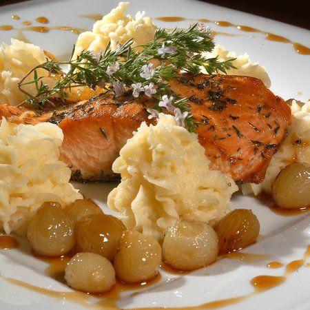 Egy finom Sült lazac mézes hagymával ebédre vagy vacsorára? Sült lazac mézes hagymával Receptek a Mindmegette.hu Recept gyűjteményében!