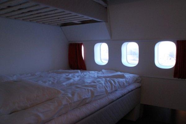Il Jumbo Stay è un boeing 747 dismesso che è stato trasformato in ostello. Si trova a 35 km da Stoccolma e ha prezzi da 42€ a notte.