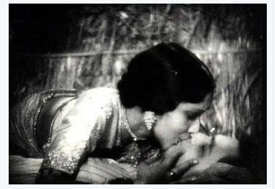 1933 :  Bollywood's longest kissing scene between #DevikaRani and #HimanshuRai  in movie #Karma