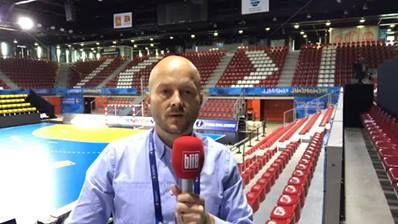 Handball-WM-Talk aus Rouen mit Olaf Bruchmann, Chefredakteur der Handballwoche. Themen u.a.: Ärger um die TV-Rechte, Auftritt der DHB-Auswah gegen die Saudis heute, die Sorgen um Uwe Gensheimer, Nachnominierung von Holger Glandorf, der Weg durchs Turnier, der Ausblick.