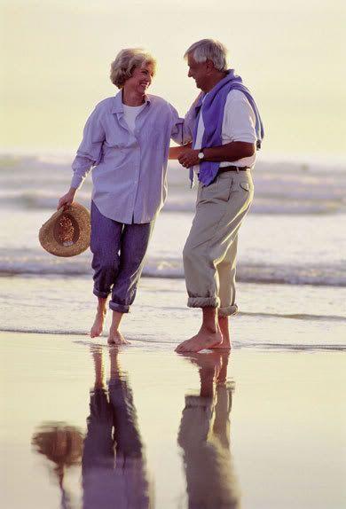 """""""Cierto que en el mundo de los hombres nada hay necesario, excepto el amor"""".    - Johann Wolfgang von Goethe (1749-1832).   http://estebanlopezgonzalez.com/2013/03/25/elogio-al-amor/"""