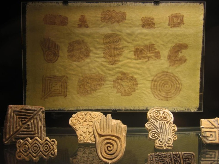Pre-colombian seals are pieces of clay, usually created in a cylindrical and flat shape, on different sizes that vary on length and width and with setoff drawings. They were used to mark bodies and fabrics. This Precolombian inheritance is a never ending source of design.