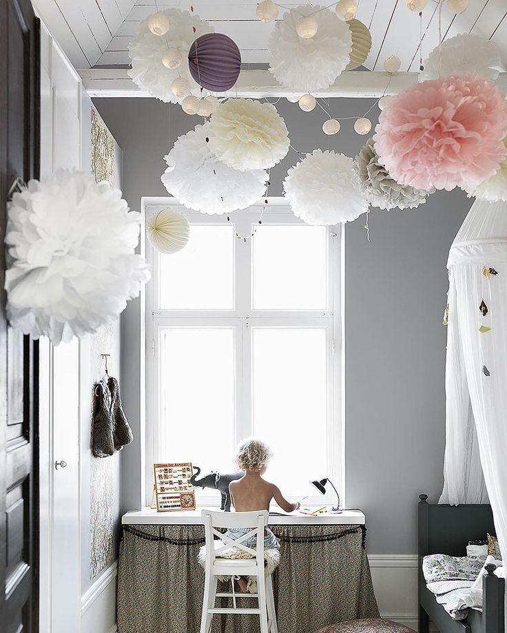 Ett barnrum är bland det roligaste man kan inreda i ett hem, tycker vi! 💕 Just nu listar vi 7 superfina detaljer som kan göra barnrummet till hemmets härligaste rum – gå in på elledecoration.se och låt dig inspireras! ✨ (Länken finns som alltid i profilen.) Nr 2 på listan återfinns bland annat i det här drömmiga barnrummet hemma hos vår bloggare @permalin . 💜 Foto: Petra Bindel & styling: Malin Persson. #elledecorationse #interior #childrensroom