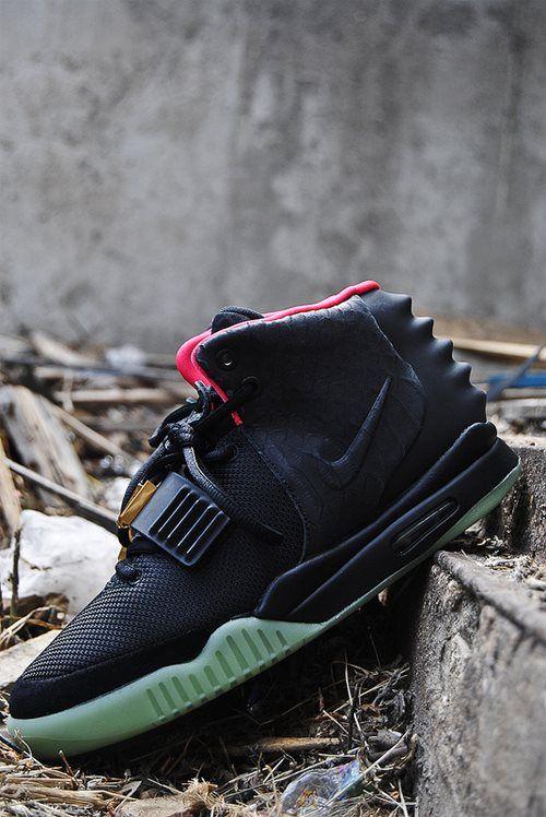 Hands down my favorite pair of sneakers!!!#nikeair #yeezy2