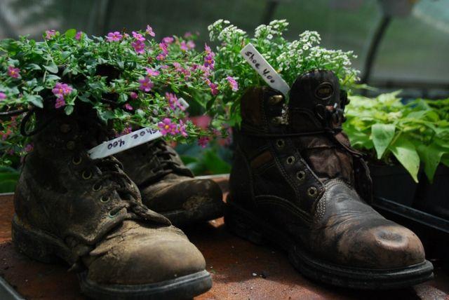 35 idées créatives comment utiliser ses vielles chaussures comme pots de fleurs - une façon de recycler vos vielles chaussures et épargner de l'argent.