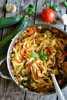 Tagliatelle pasta with tomatoes and zucchini |VeganSandra - tasty, cheap and easy vegan recipes by Sandra Vungi