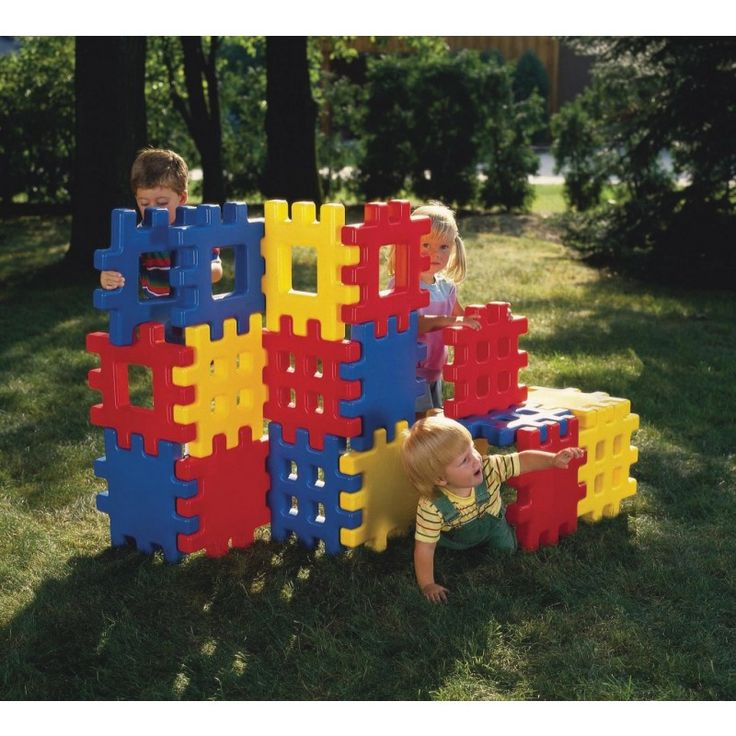 MiPetiteLife.es - Bloques Grandes de Construcción - Little Tikes.  La combinación perfecta de un conjunto de bloques y la diversión de la construcción! Estos bloques de gran tamaño son ideales para la construcción de una fortaleza, un castillo y todo lo que la imaginación pueda crear. Es posible utilizar tanto en interior como al aire libre. www.MiPetiteLife.es