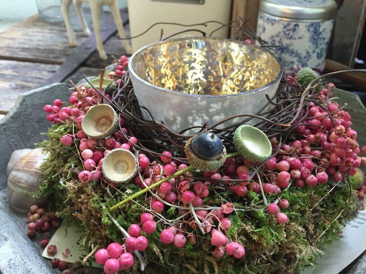 Kranz shabby wei mit rosen und heiligenbildchen garten for Herbstliche gartendeko