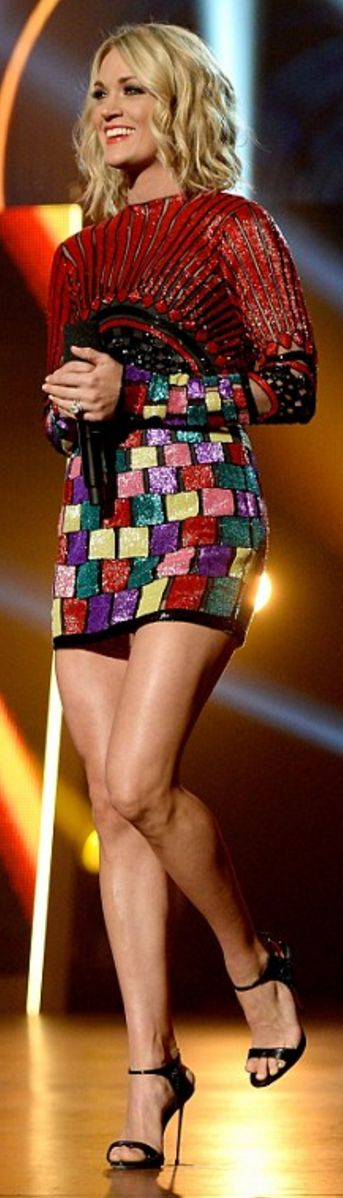 Who made  Carrie Underwood's black sandals and print sequin dress?
