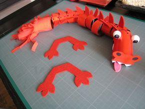 Le dragon rouge chinois pour la fête de l'an chinois