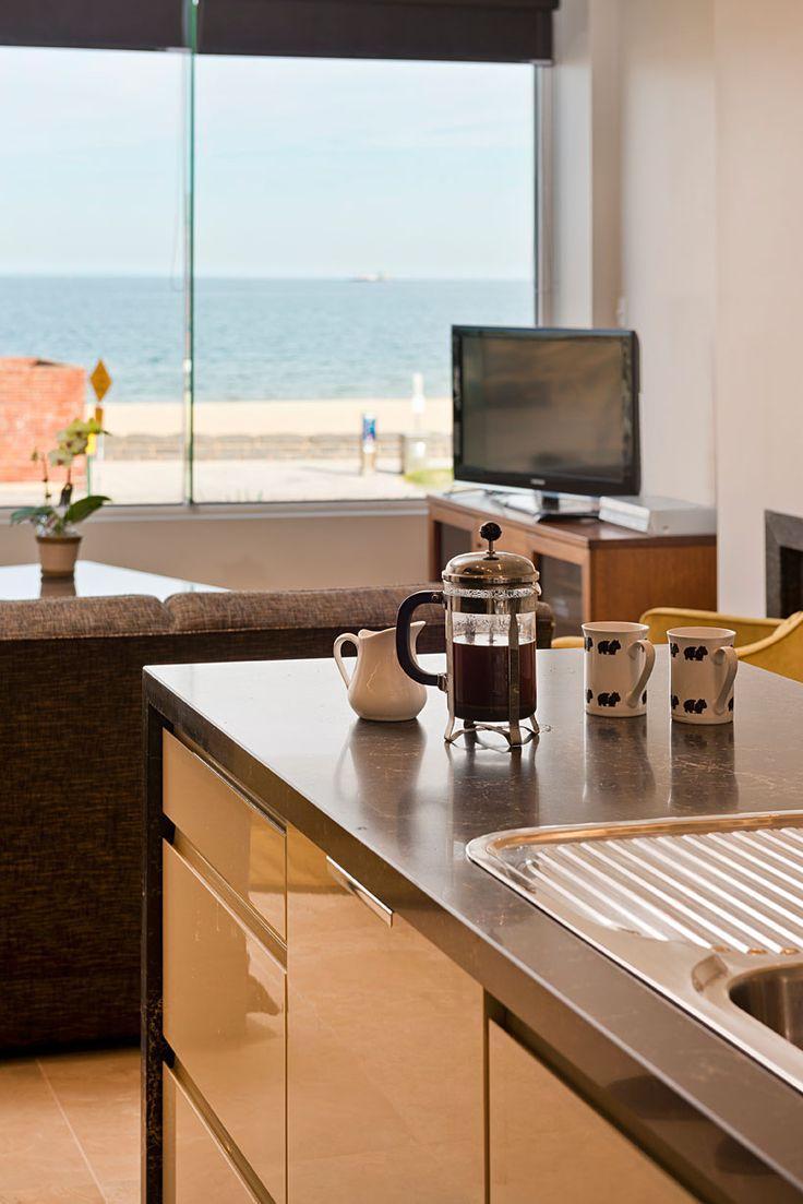 Caesarstone designer kitchens - 5100 Vanilla Noir By Caesarstone