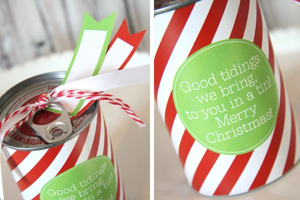 This was a hit at Christmas dinner.  I made them for my guests and filled the cans with lottery tickets and chocolate kisses.  Absolutely loved them!  Great idea that can be used for other events...think baby showers, birthday's, etc...great blog.