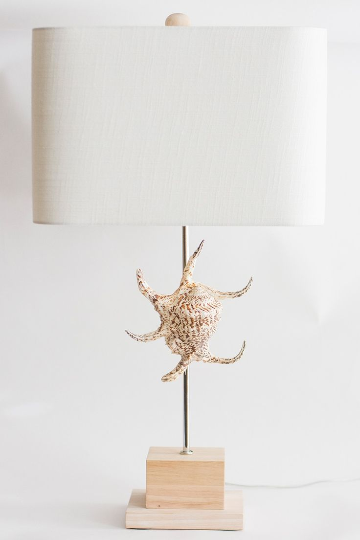 White geometric table lamp - 31 Swaying Palm Trees Soothing Breezes This Unique Table Lamp Is Reflective Of This